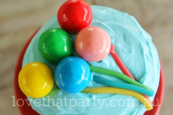 Super simple birthday cake, how to, easy balloon cake.