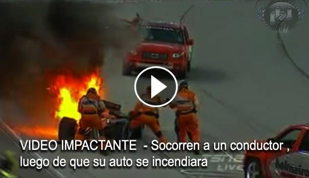 VIDEO IMPACTANTE - Socorren a un conductor , luego de que su auto se incendiara