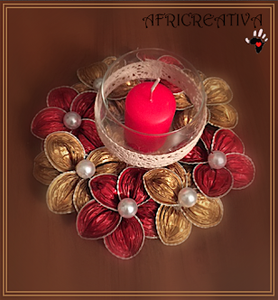 Centrotavola Natalizio con fiori rossi e oro