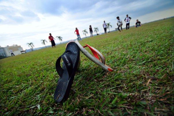 Permainan Tradisional, Baling Selipar, Wordless Wednesday