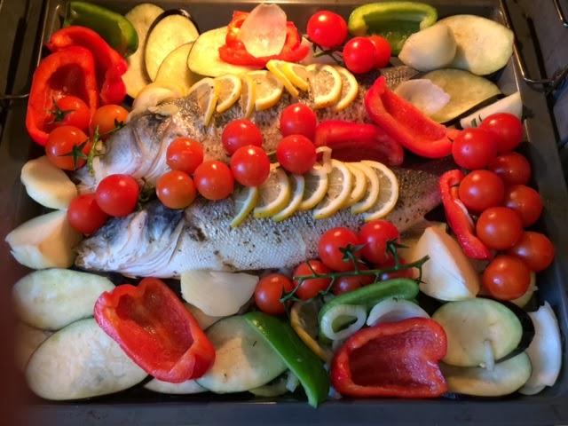 Нежный сибас, запеченый с овощами в духовке