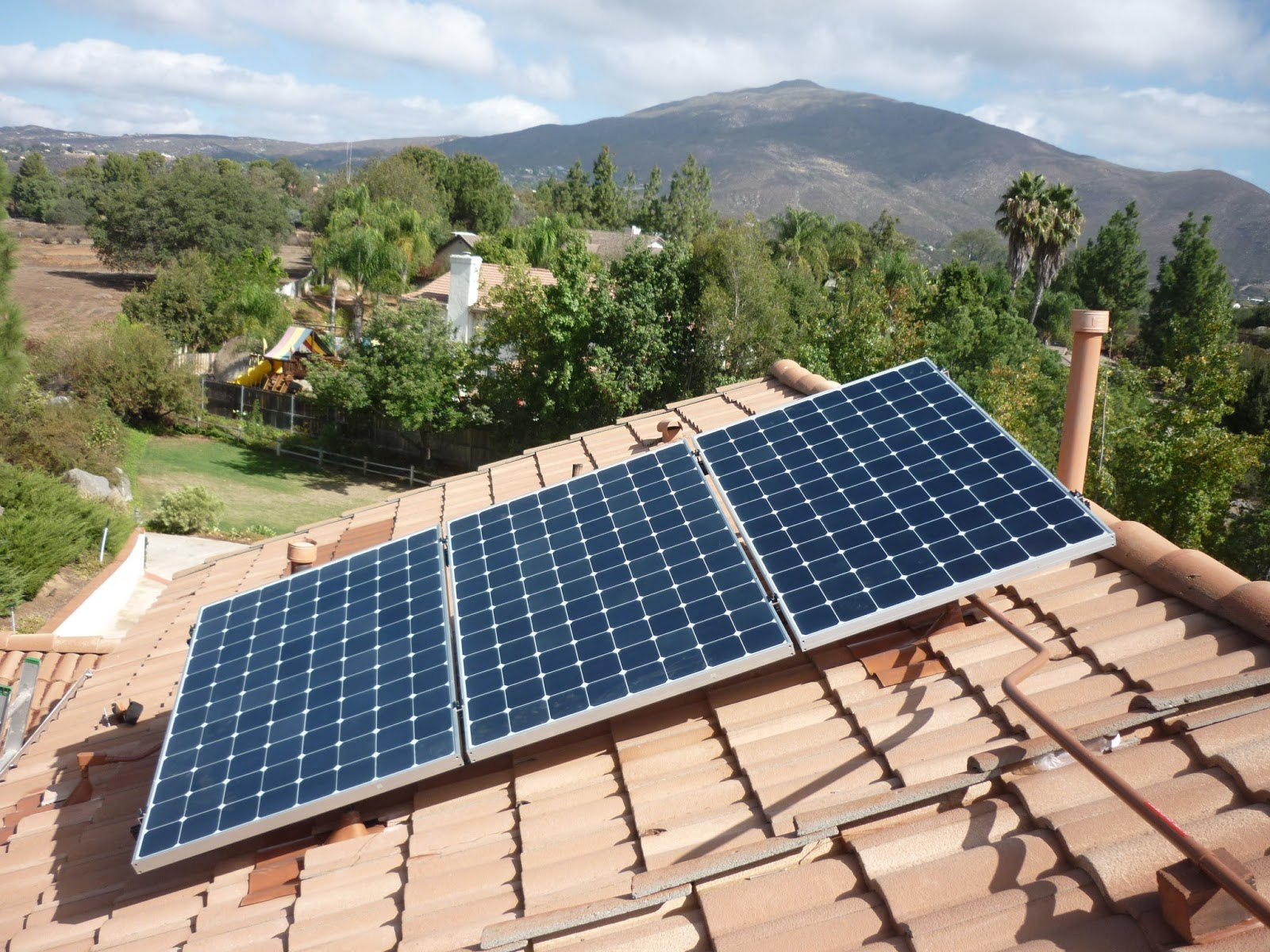 solaire energy systems blog california sets another solar power record. Black Bedroom Furniture Sets. Home Design Ideas