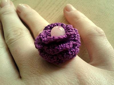 pierścionek z perełką na szydełku