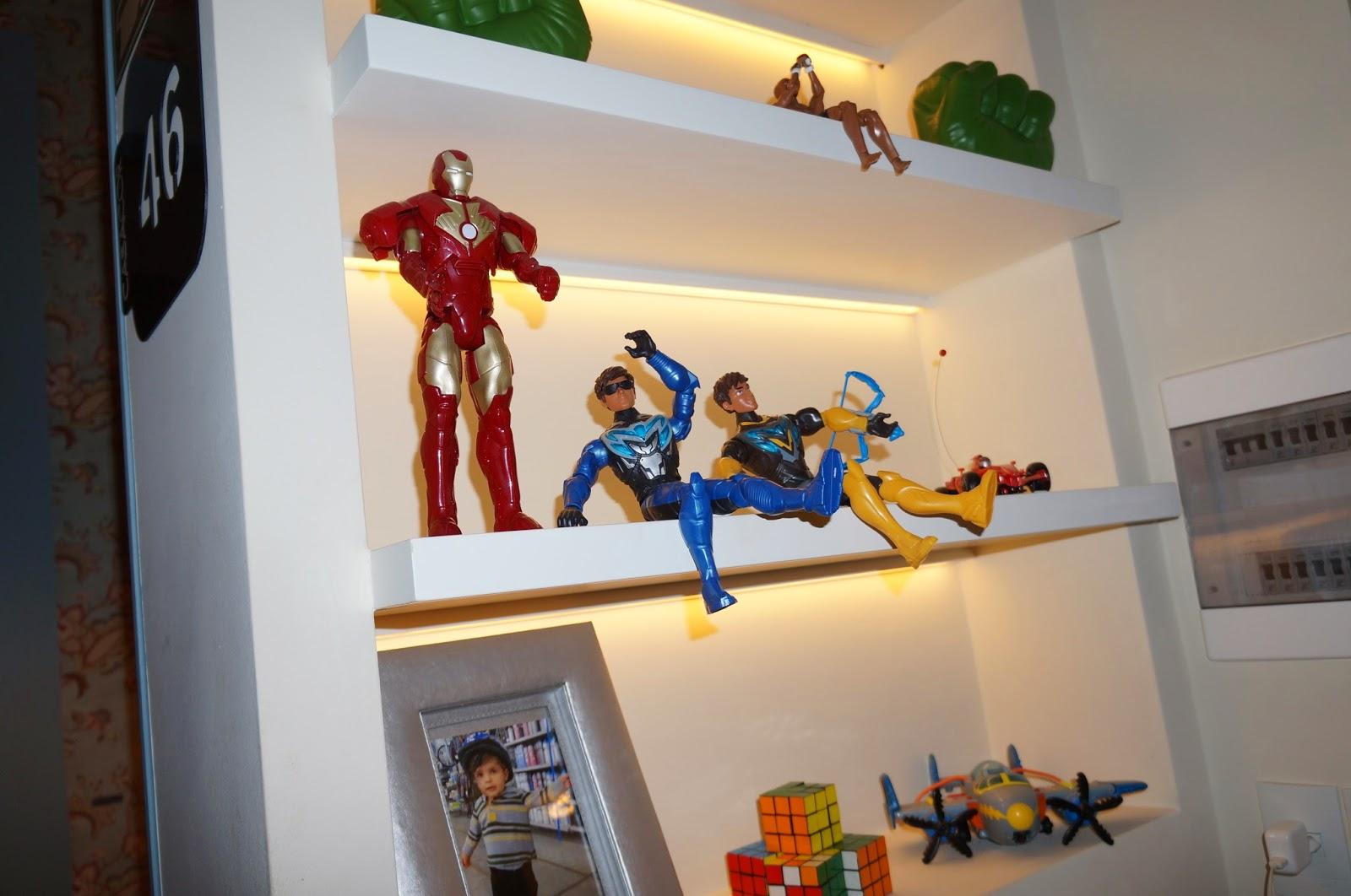 ambiente quarto do menino - Denise Monteiro - fitas de LED na estante - Casa Cor SP 2014