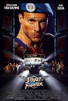 """En una inexpugnable fortaleza un renegado señor de la guerra -Julia- matiene a 63 rehenes, a los que matará si no recibe un desorbitado rescate de 20.000 millones de dólares. El coronel Guile -Van Damme- y más de una docena de hombres -héroes multiétnicos- tratarán de localizar y liberar a los secuestrados... El guionista de """"La jungla de Cristal"""" (Die Hard, 1988) debuta en la dirección con esta cinta de acción basada en un popular videojuego."""