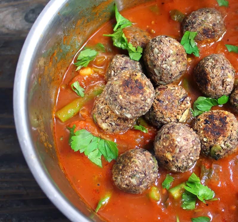 Oppskrift Bønneboller Kjøttfrie Veganske Kjøttboller Kidneybønner Gresskarkjerner Enkel Tomatsaus