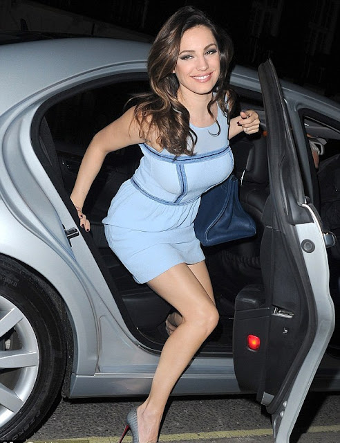 Kelly Brook shows her hot legs in Louboutins