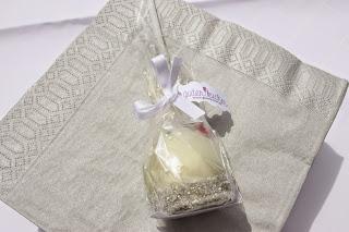 Cake Pops auf silbernen Servietten