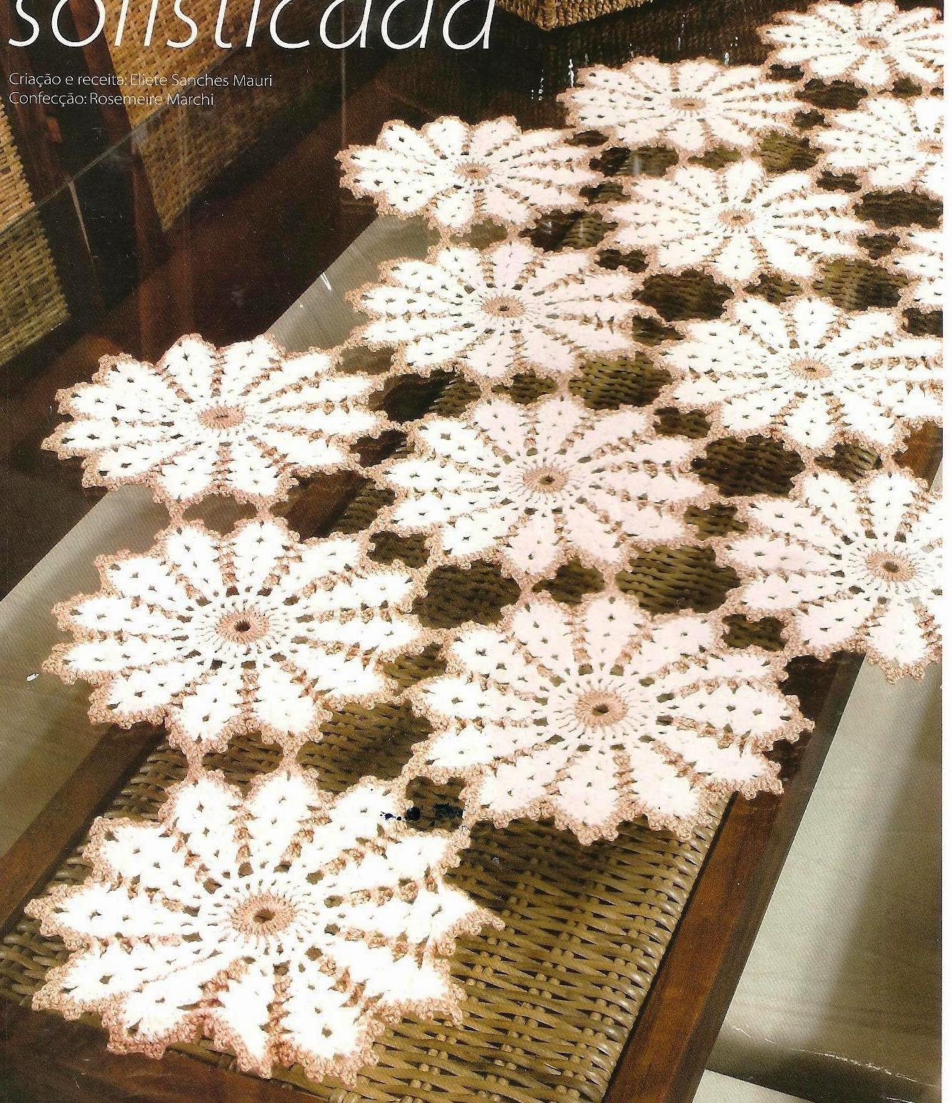 caminho de mesa de crochê com flores