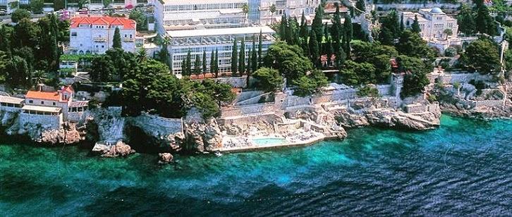 Playa y villa