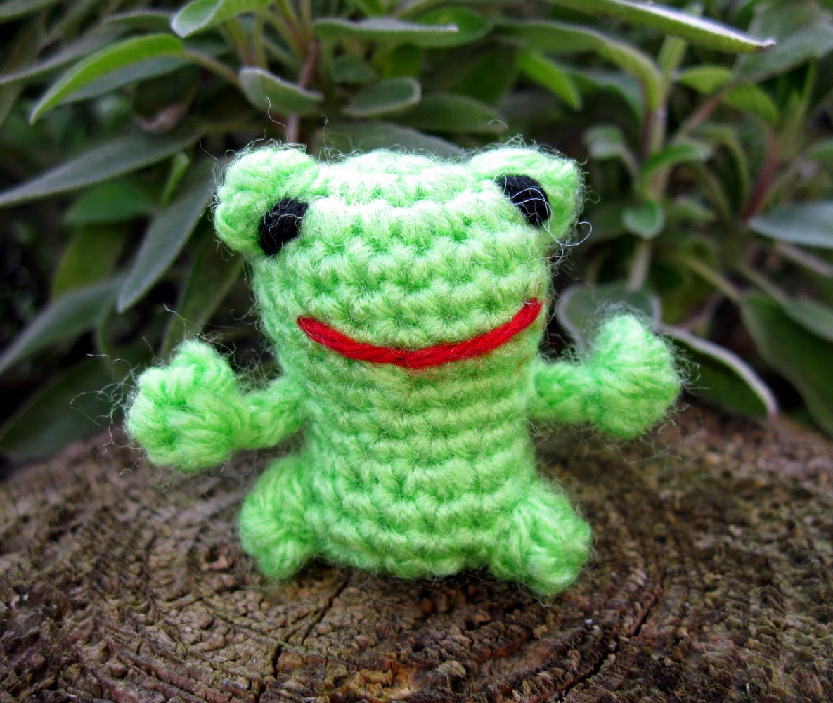 Knitted Frog Pattern : LucyRavenscar - Crochet Creatures: Halloween Patterns