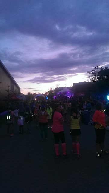 Crowd beginning Radiant Run