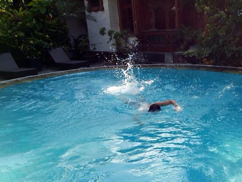 バリ島で朝活・ひと泳ぎ