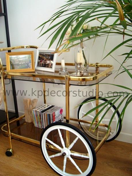 comprar camarera vintage retro dorada con ruedas grandes restaurada. mesas de laton comprar online Valencia