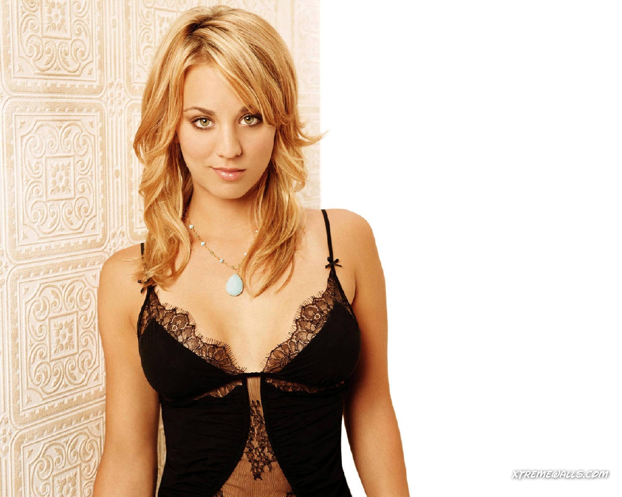 hot or not kaley cuoco. Black Bedroom Furniture Sets. Home Design Ideas