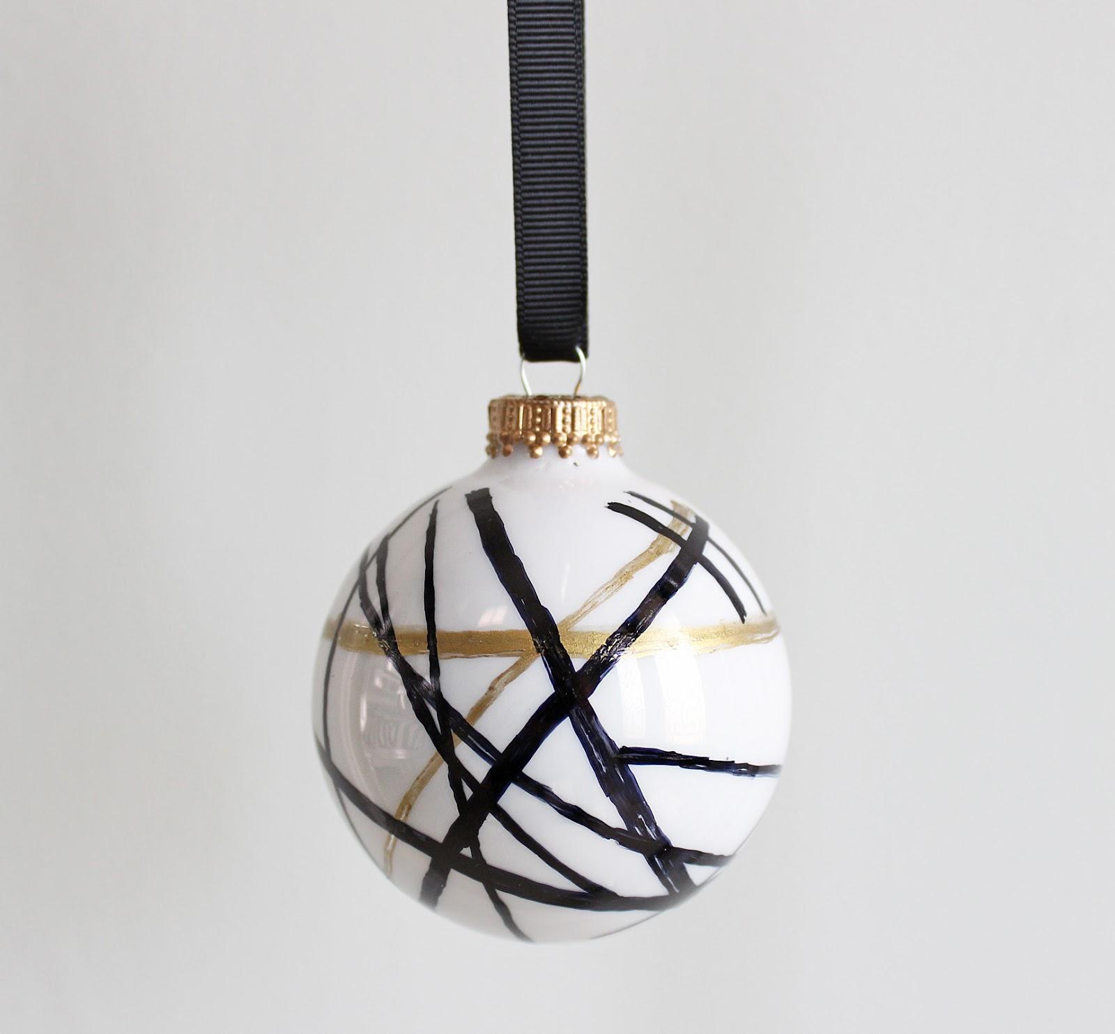 AM Dolce Vita: DIY Handpainted Holiday Ball Ornaments