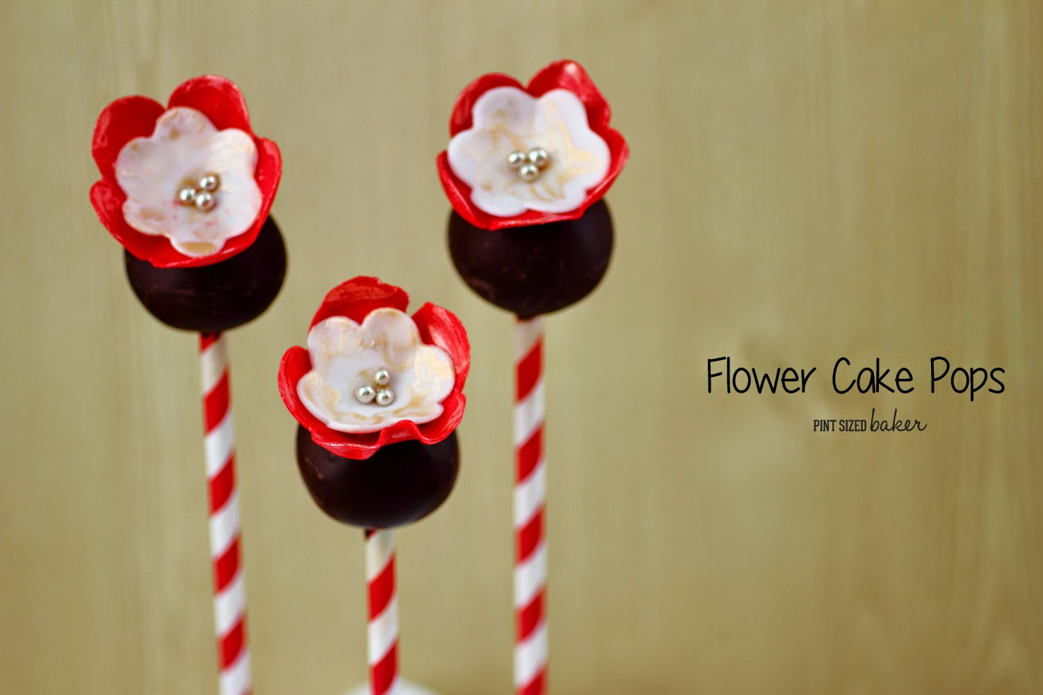 I want a bouquet of these edible fondant flower cake pops! They are so pretty!