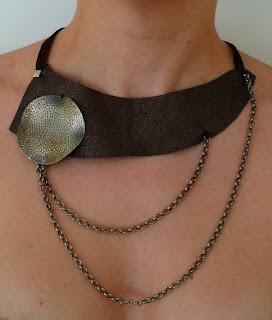collar encadenados de cuero y cadenas ojuilla