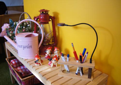 Mots Wooden Pencil Vase w/ Book Light