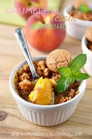 Crumble di pesche all'amaretto