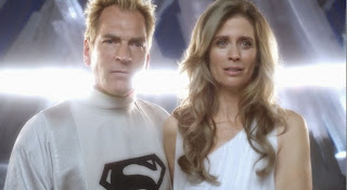 "Screen capture of Helen Slater, as Lara, and Julian Sands, as Jor-El, from the TV show ""Smallville"""