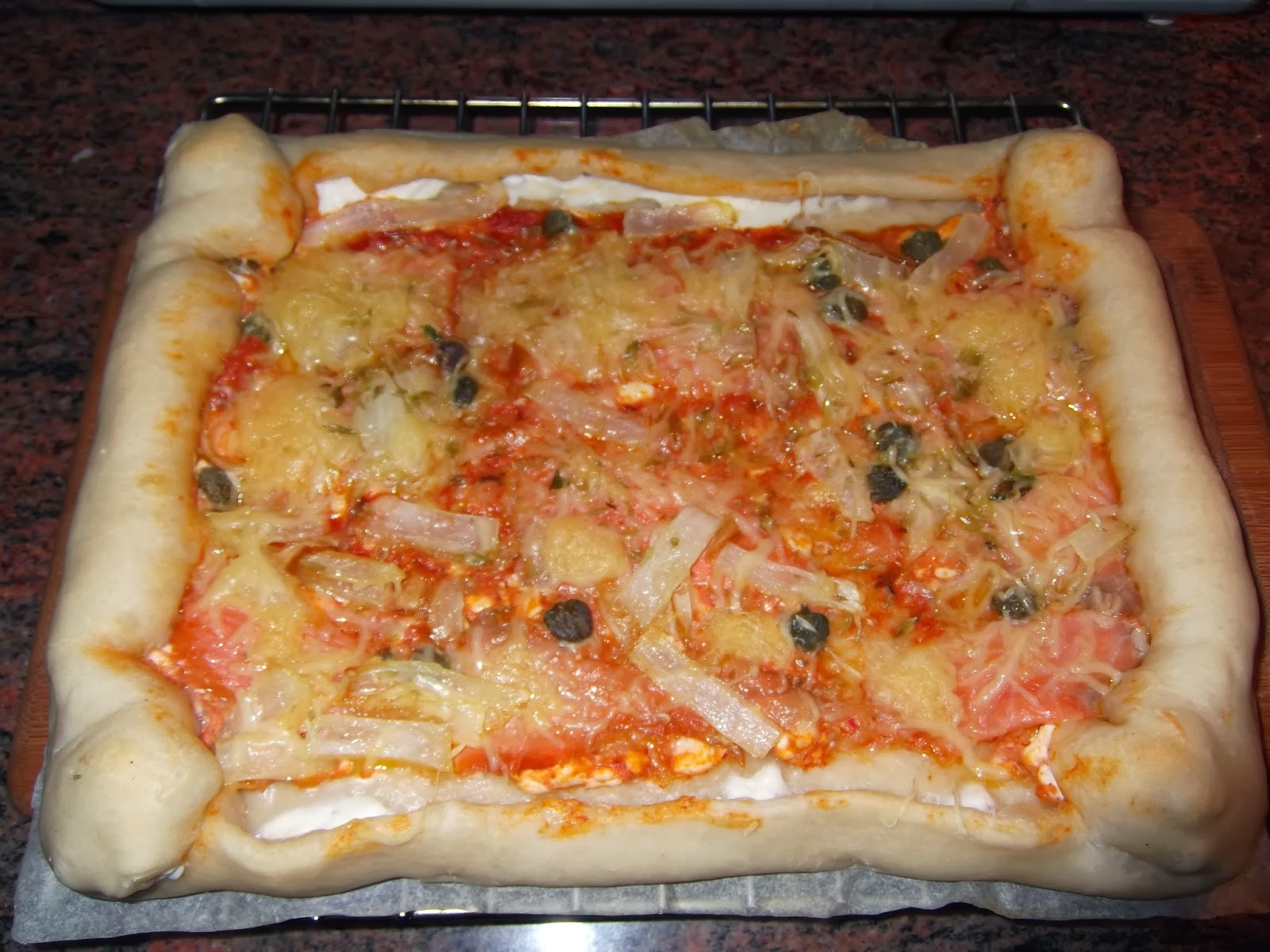 PIZZA DE SALM�N CON BORDE DE QUESO