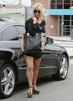 Jessica Simpson shows off her great legs