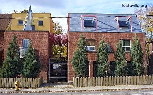 Edificio residencial posmoderno en Leslieville Toronto Ontario