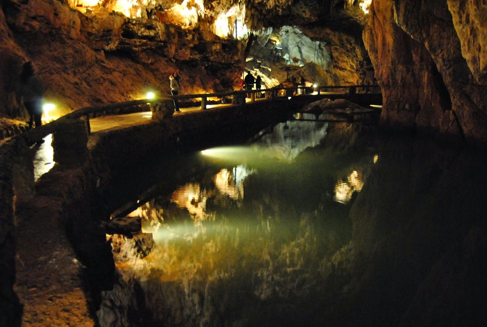 Reparador de estrellas: Cueva de Valporquero, Valporquero de Torío, Vegacerve...