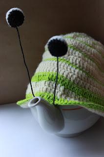 вязание, декор для дома, уютное вязание, настроение своими руками,  чехол для чайника, чехол для кружки, улиточка, забавное вязание, оригинальный подарок, для уютного дома, подарок для кухни
