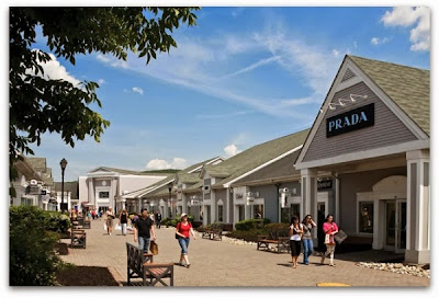 Columbus Day Shopping at the Outlets