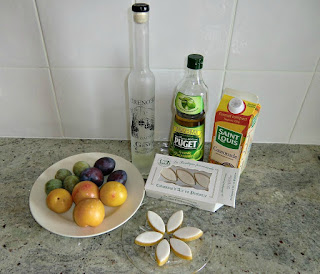 Ingredients for four servings of plums with calissons