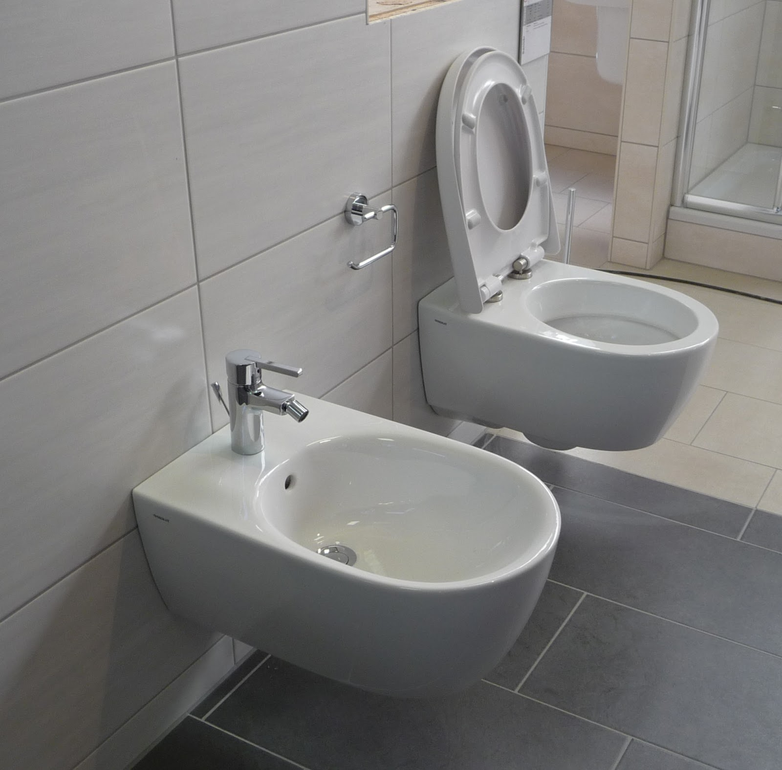 40 f r die wc sitze mit absenk automatik hier die bilder bidet und wc. Black Bedroom Furniture Sets. Home Design Ideas