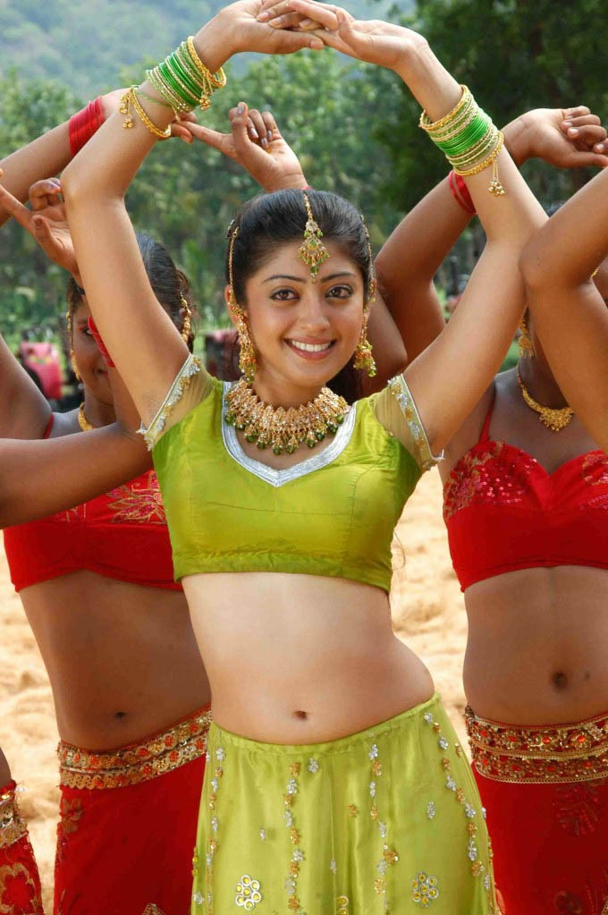 Praneetha Latest Hot Navel ShowPhotogallery gallery pictures