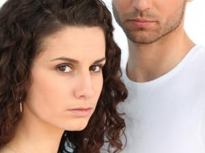 اشياء تفعلها المرأة تجعل الرجل يكرهها - زواج تعيس - حب فاشل - sad looking couple