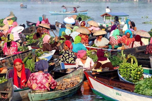 Kemeriahan Festival Budaya Pasar Terapung Di Kalsel