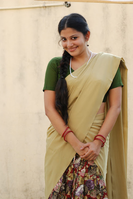 shivada nair half saree @ nedunchalai movie actress pics