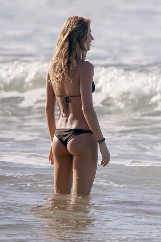 Gisele Bundchen Hot Bikini Photos in Costa Rica