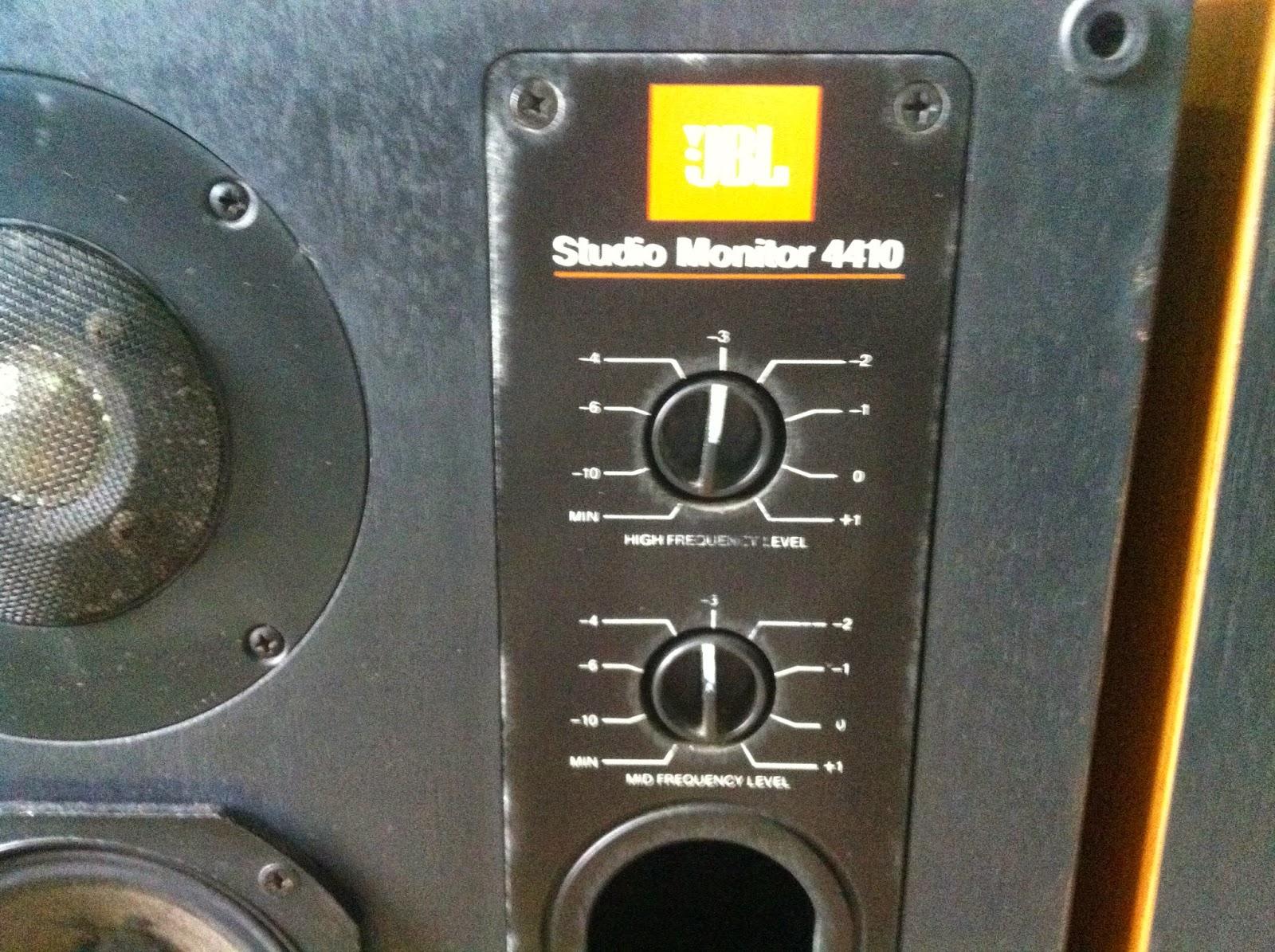 Mặt trước loa JBL 4410