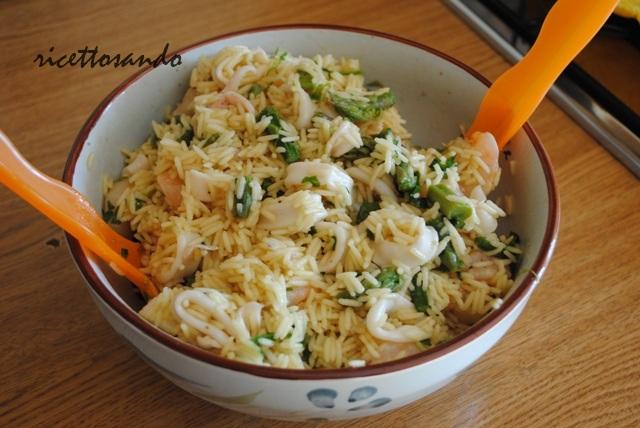 Insalata di riso e frutti di mare allo zafferano