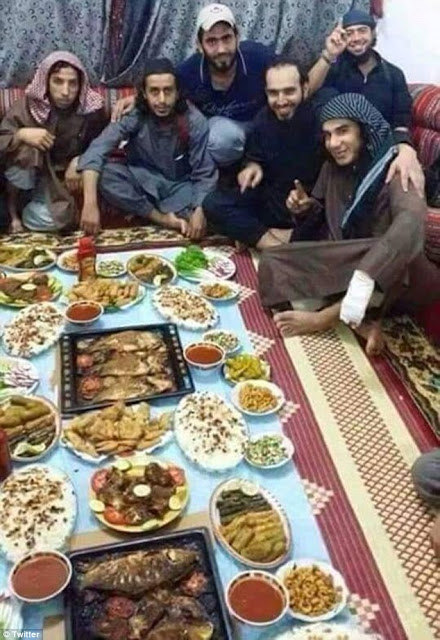 Membros do Estado Islâmico morrem ao quebrar jejum do Ramadã
