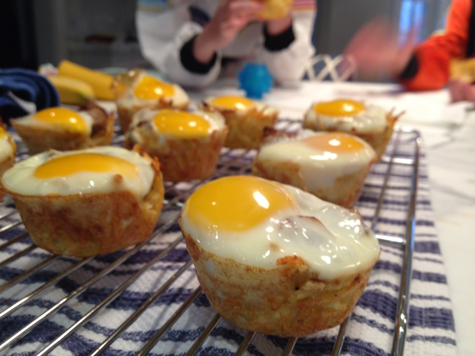 The Full Plate Blog: Baked Eggs and Sausage in Hash Brown Cups