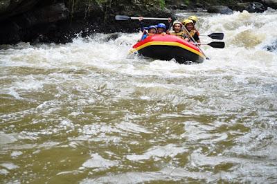 Paket Rafting Bogor Sungai Cisadane