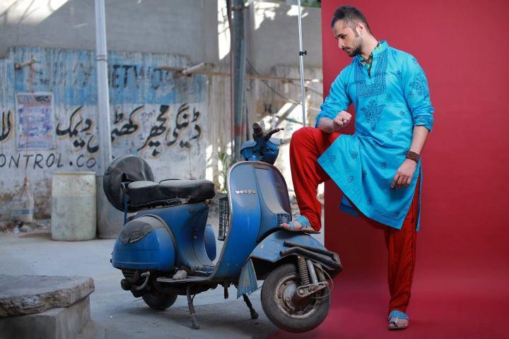 http://1.bp.blogspot.com/-SJLgfbrEP3A/UA6SRyfWASI/AAAAAAAADsg/rbwqBIjmfXE/s1600/Arsalan-And-Yahseer-Summer-2012-Rangeen-Kurta-Collectiondc.jpg