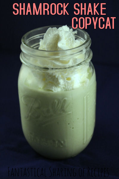 Copycat Shamrock Shake - 4 ingredients to a seasonal favorite that you can have all year round! #copycat #shake #recipe
