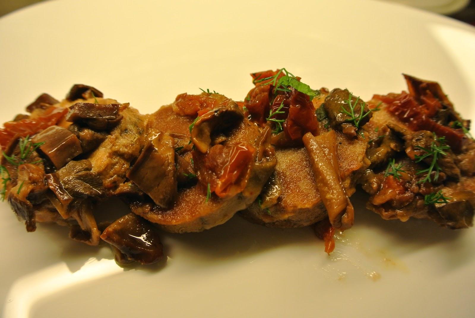scaloppine di seitan con pomodori secchi e funghi porcini