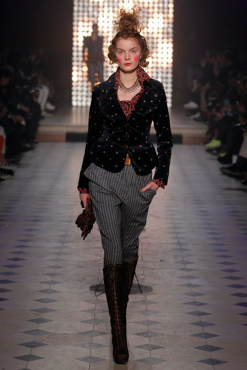 vivienne-westwood, vivienne-westwood-Gold-Label, vivienne-westwood-Fall-Winter, fall-winter, automne-hiver, autumn-winter, fall-winter-womenswear, ready-to-wear, pret-a-porter, womens-clothes, dudessinauxpodiums, du-dessin-aux-podiums, vivienne-westwood-scarves, sac-vivienne-westwood, vivienne-westwood-suits, melissa-vivienne-westwood-shoes, latest-fashions, dress-fashion, viviennewestwood, accessoire-mode, fashion-paris, defile-de-mode, mode-a-petit-prix, fashionable-clothes, fashion-blog, blog-mode