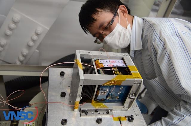 Thử nghiệm rung động tại Phòng thí nghiệm của Giáo sư S.Nakasuka, Đại học Tokyo, Nhật Bản. Hình : VNSC.