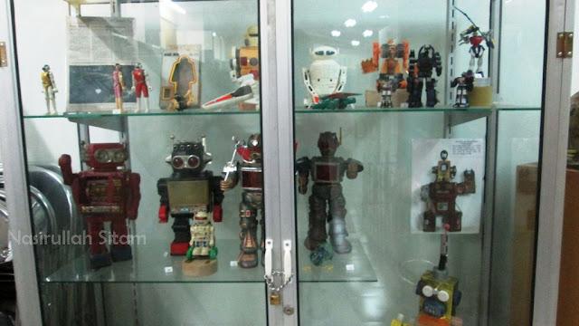 Main Wayang atau Robot?
