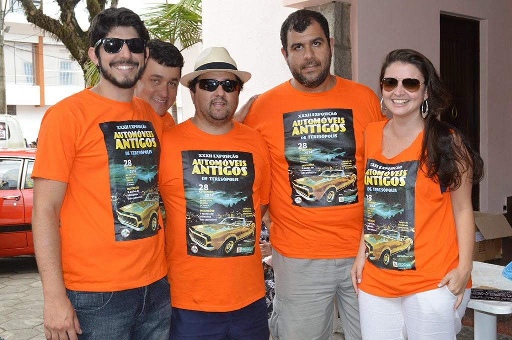 Integrantes do Clube Amigos dos Antigos, organizadores da exposição
